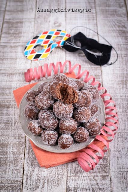 Bomboloni al cioccolato - dolci di Carnevale