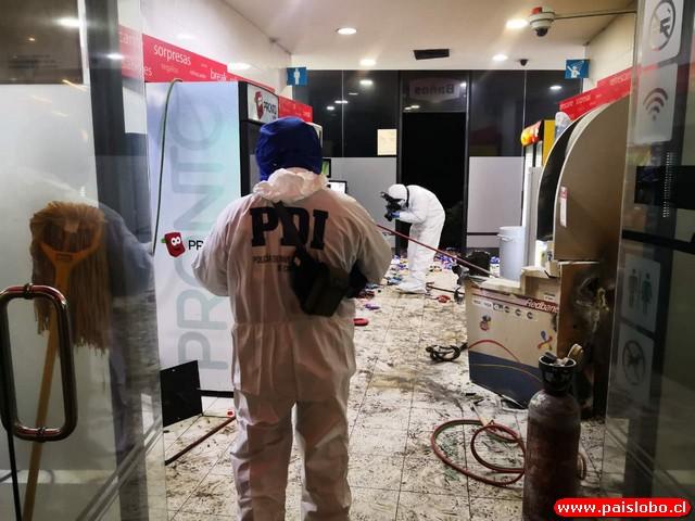 Huyen ladrones tras frustrado robo a cajero automático durante la madrugada