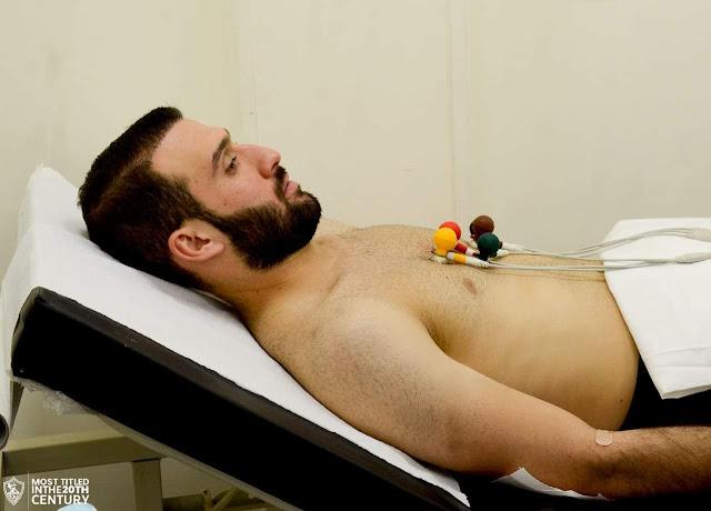 عمر كمال عبد الواحد يخضع للكشف الطبي
