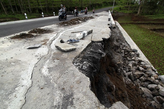 Jalan Beraspal Versus Air Hujan