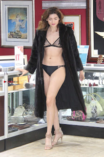 Blanca-Blanco-at-a-local-pawn-shop--15+%7E+SexyCelebs.in+Exclusive.jpg