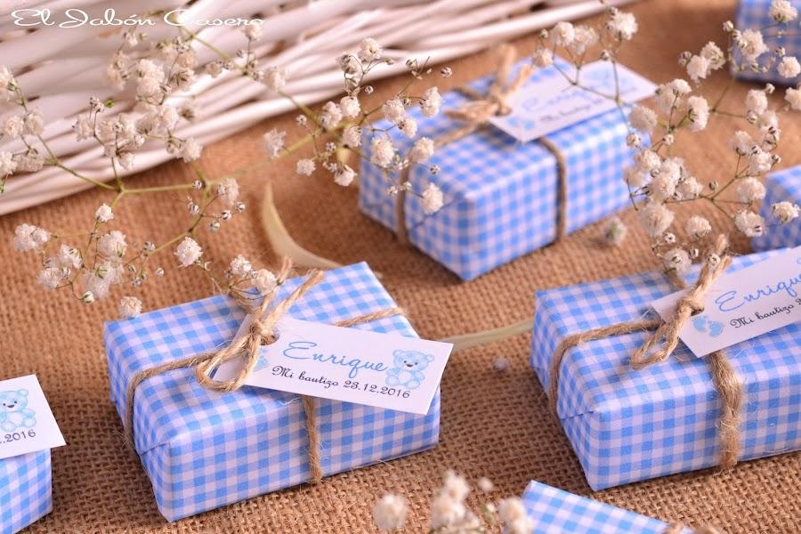 Jabones en azul y blanco detalles para bautizos
