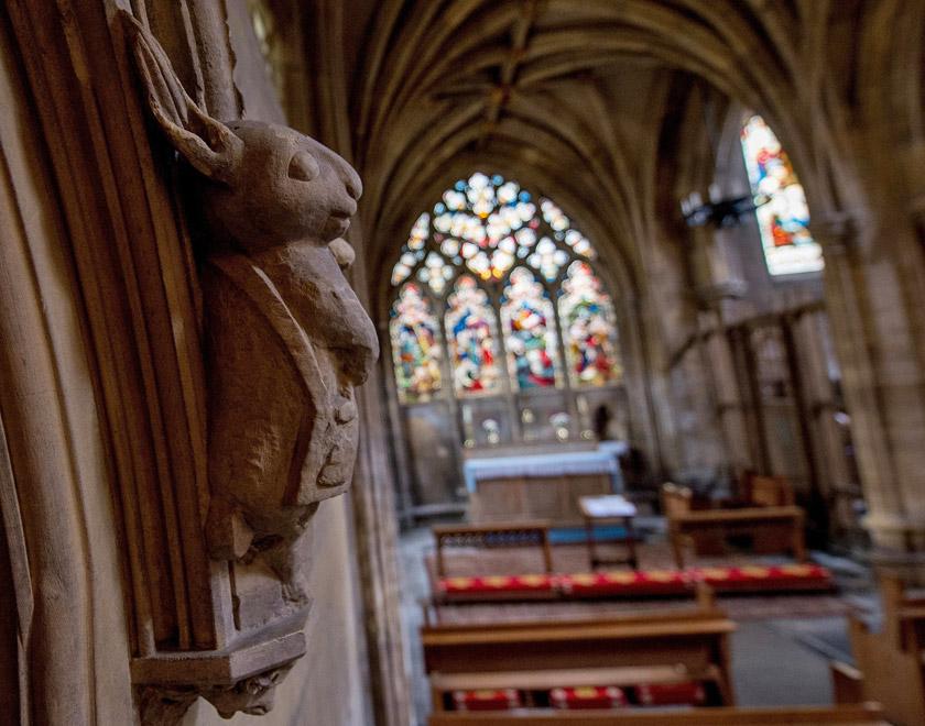 Образ білого кролика-пілігрима. Церква Св. Марії, м. Беверлі, Англія.