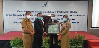 Pemerintah Provinsi Jambi Berikan Penghargaan Pada BPOM Jambi Atas Penggunaan Uji Swab Lab Covid-19.