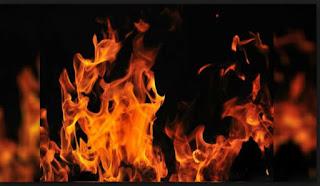 शार्ट सर्किट से जनरल स्टोर में लगी आग   #NayaSaveraNetwork