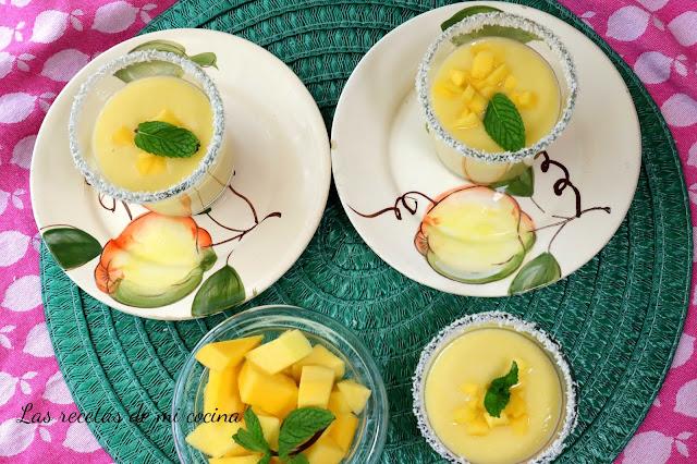Mousse de mango con leche de coco