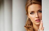 Hot Girl Desktop Wallpapers Collection