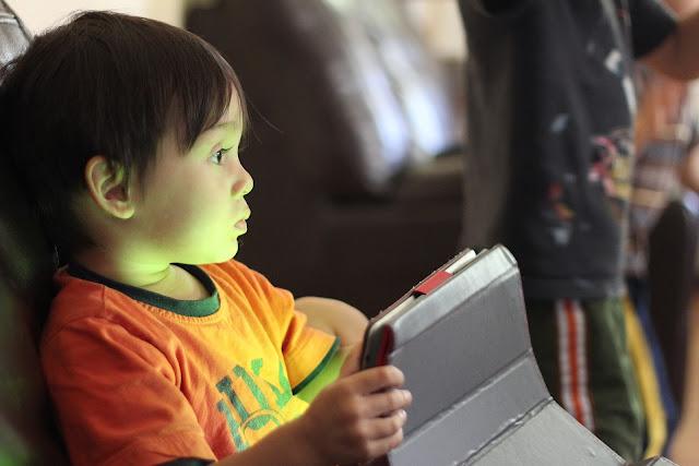 kids playing at internet