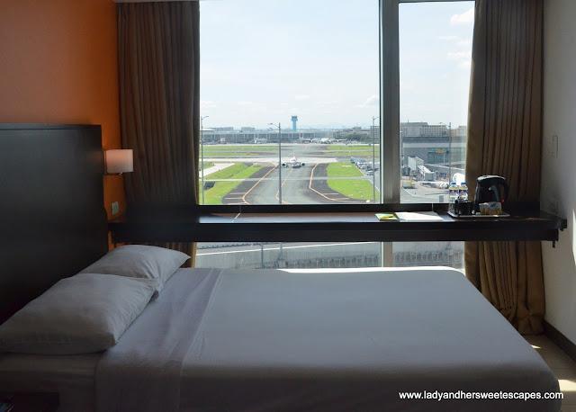 queen size bed in Remington Hotel Standard Room