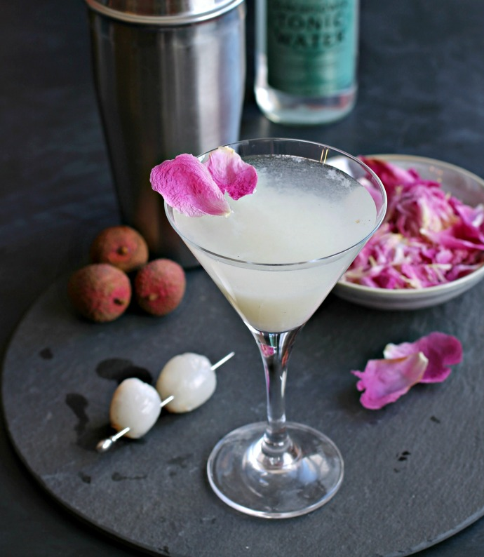 Recipe for a gin cocktail with lychees and elderflower tonic.