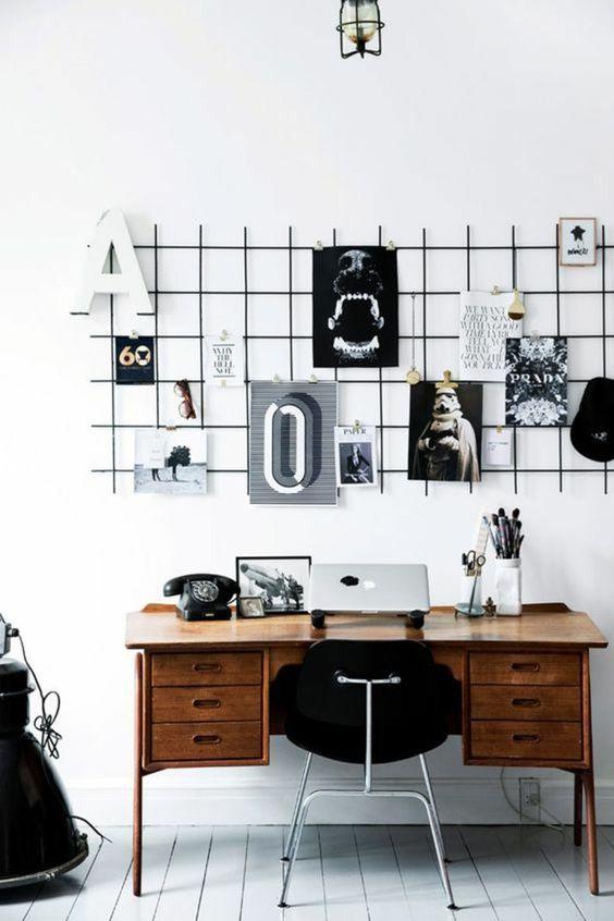 Escritorio con decoración en blanco y negro