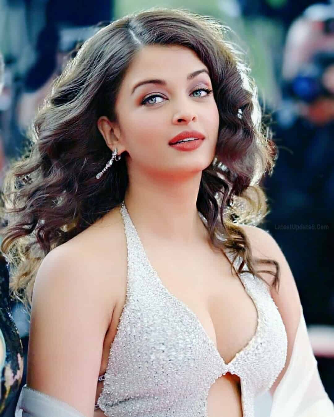 Most Beautiful Aishwarya Rai clevage, Aishwarya Rai hot dress