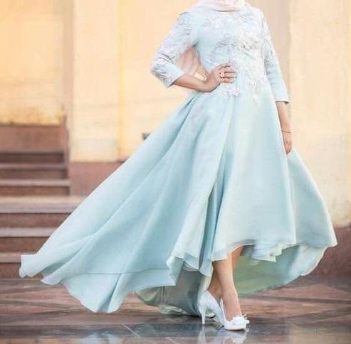 أحدث فساتين السوارية والسهــرة للمحجبات لعام 2020-فستان سهرة لبني