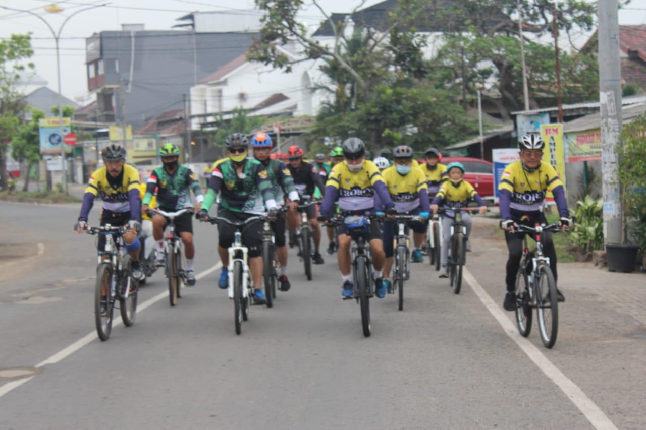 Komandan Kodim 0410/KBL Kolonel Inf Romas Herlandes menyelenggarakan kegiatan olahraga sepeda bersama dengan Club Trobos YUKATA