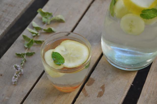 Acqua aromatizzata cetriolo, limone menta