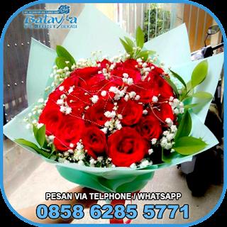 toko-bunga-tangan-bekasi-karangan-bunga-tangan-hand-bouquet-buket-wisuda-pengantin-pernikahan-mawar-matahari-di-bekasi-01