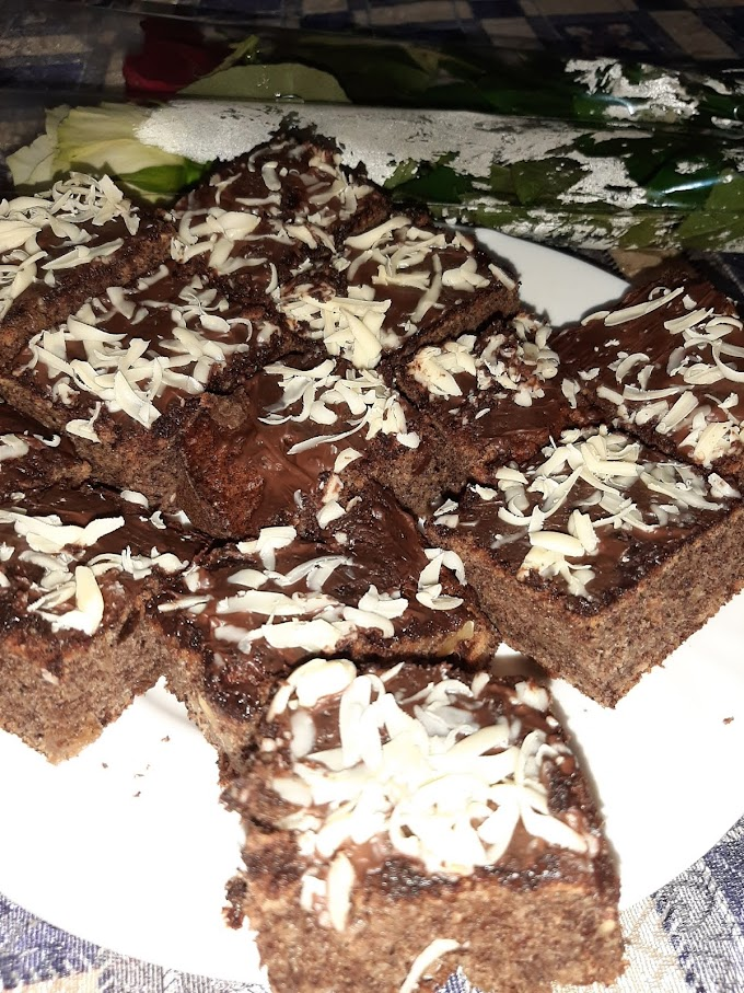 Kolac sa rogacem i jabukama- Cake with carob and aplles