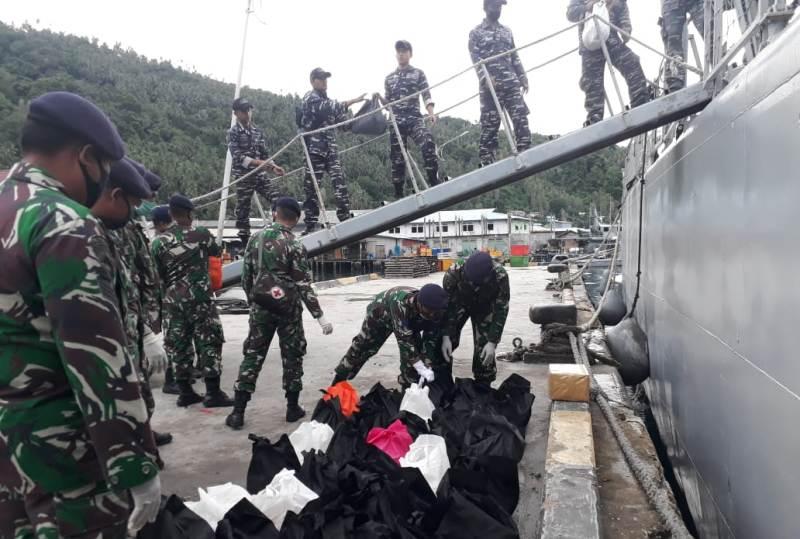 Lanal Tarempa Membantu Koarmada 1 Beri Penyaluran Bantuan Paket Sembako Kepada Nelayan di KKA