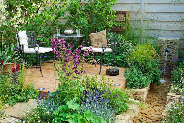 How to design a perfect small outdoor gathering place in a private garden
