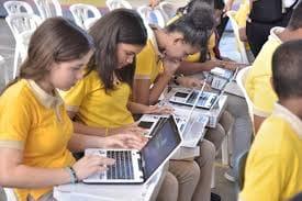 Montecristi: Educación entregará miles computadoras a estudiantes y maestros.