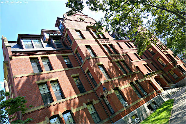 Weld Hall en el Campus de la Universidad de Harvard
