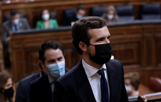 """Sánchez a Casado: """"Incluso Abascal le da lecciones de sentido de Estado"""""""