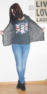 [Fashion] Punk's Not Dead: Sex Pistols & Black Jeans Blouse - God Save the Queen!