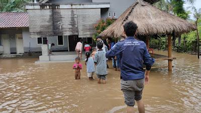 Karang Taruna Kecamatan Pujut saat turun meninjau lokasi banjir