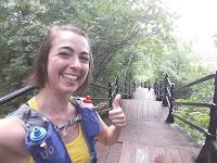 Coureuse, pouce en l'air, forêt, escalier, mont Royal