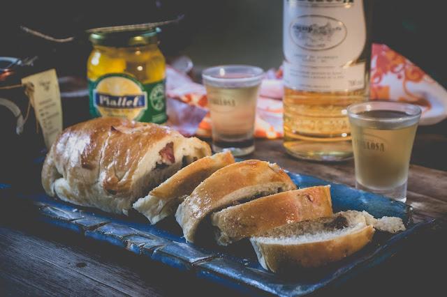 Pão de Leite com Linguiça Defumada