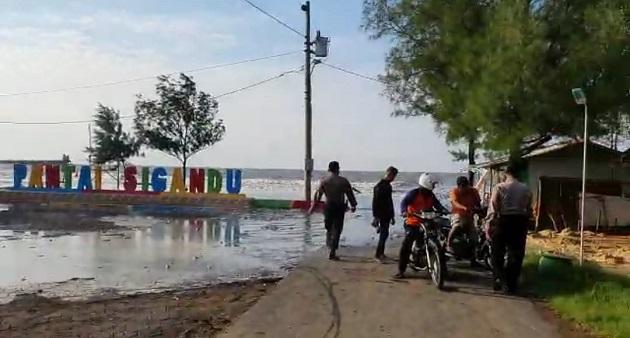 Antisipasi Cuaca Extrem, Polsek Batang Kota Giatkan Patroli Pesisir Pantai