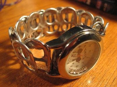 Tali jam tangan dari cincin-tarik kaleng soda.