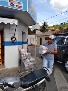 Vereador Tõ Juste MDB entrega mais 10,  kits de alimentos pra família carente em Pilõezinhos.
