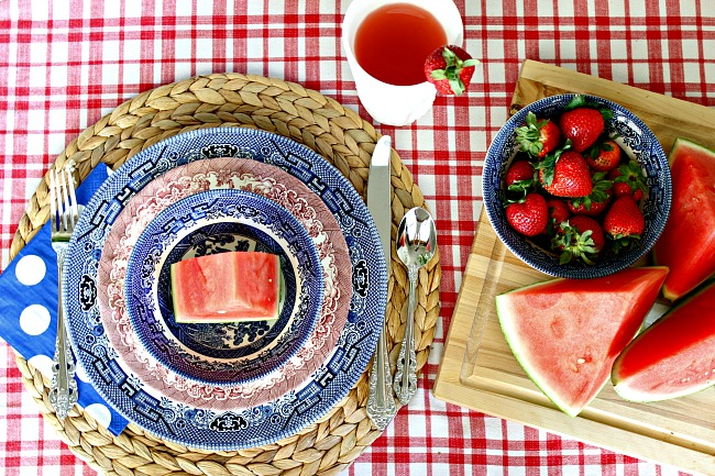 red white and blue tablescape, fourth of july decorations, patriotic table setting, place setting, woven placemat