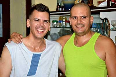 Jose Alberto, a la izquierda, junto a su hermano Maikel.