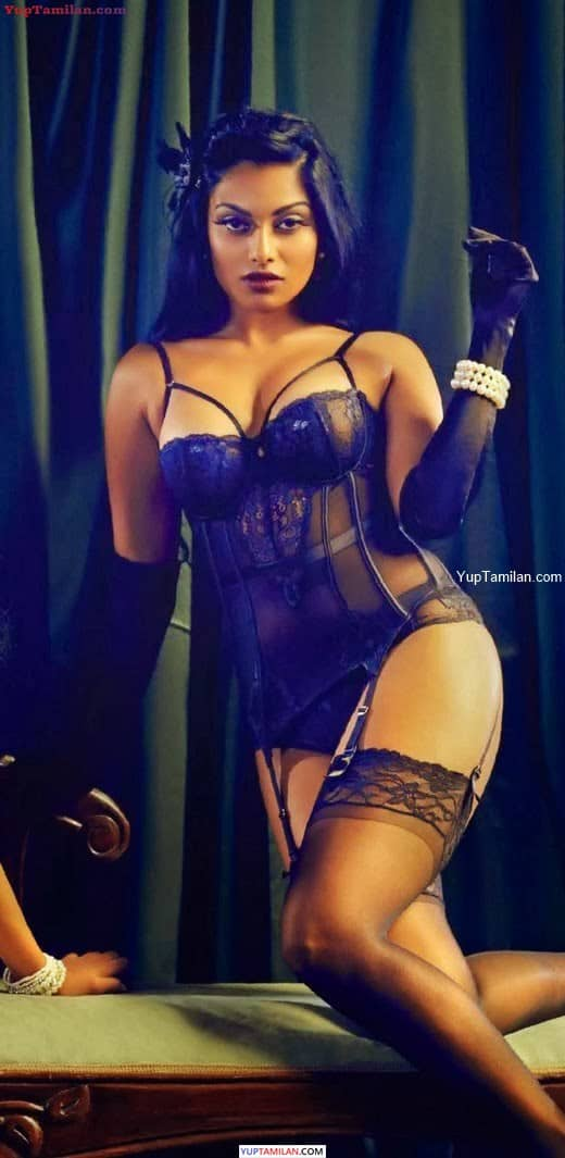 Chandrika Ravi hot Bikini Photos-Navel show