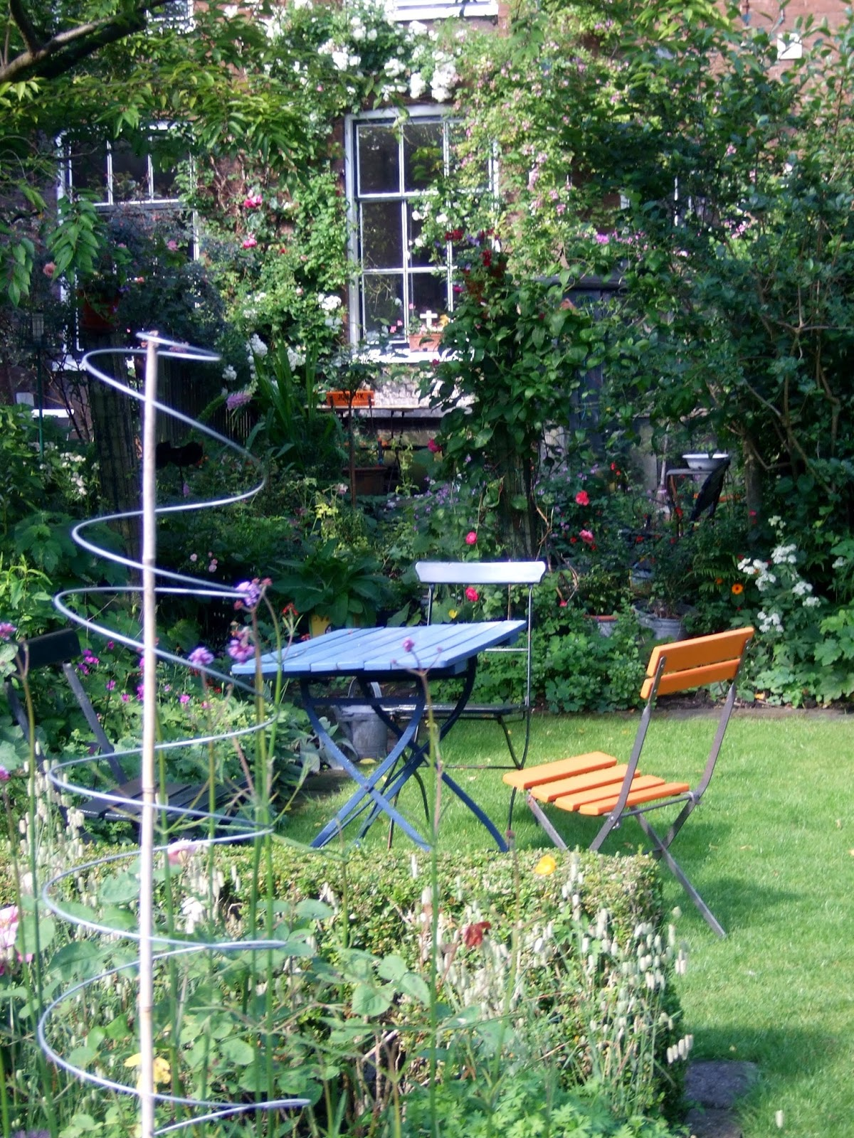 Travel in a garden to answer your questions cilia for Garden design netherlands