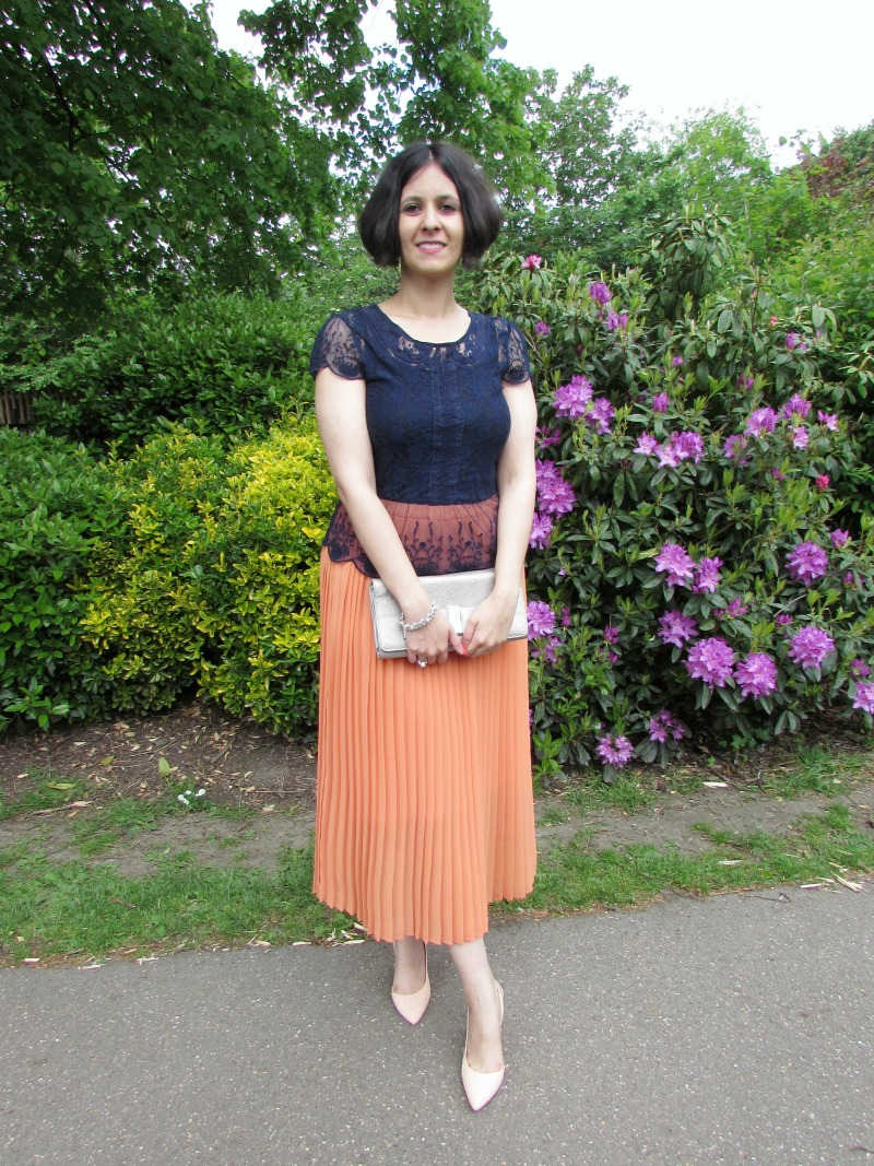 How to wear a maxi pleated skirt