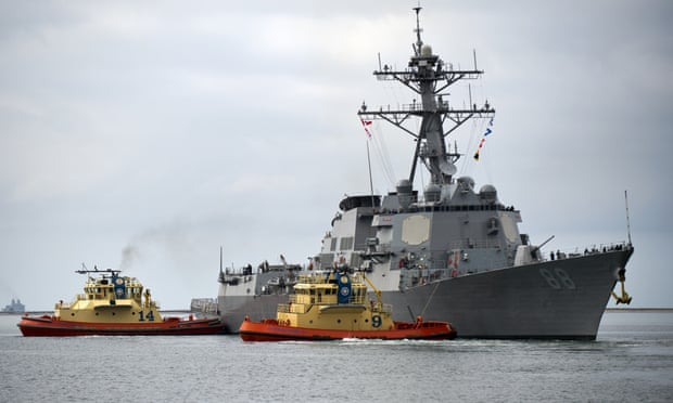 US sails warship close challenged islands in South China Sea in the midst of strains with China