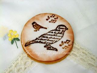 Galleta con sello sobre fondant