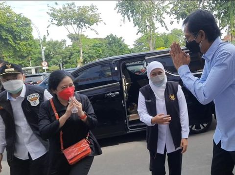 Vaksinasi Dihentikan Sementara Gegara Kedatangan Puan ke Stadion Tambaksari, Para Warga Kecewa Jadi Harus Menunggu Lama
