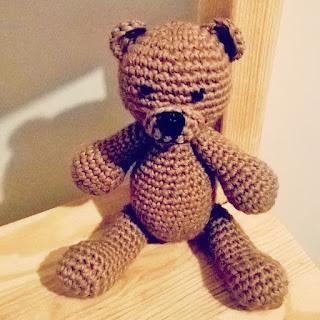 коричневый медвежонок, вязаный медведь, игрушка для малыша, игрушка на заказ