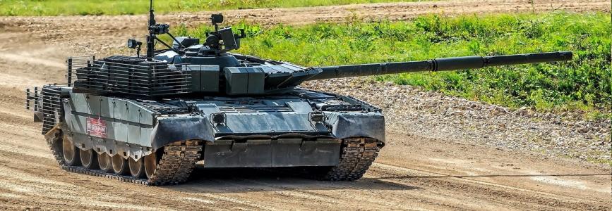 Нові російські танки Т-80БВМ не змогли вразити цілі під час показу на Армія-2020