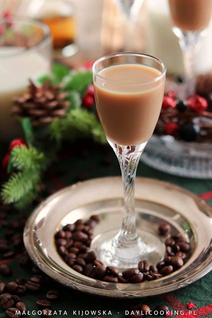 Domowy likier mleczno-kawowy w dwóch wersjach