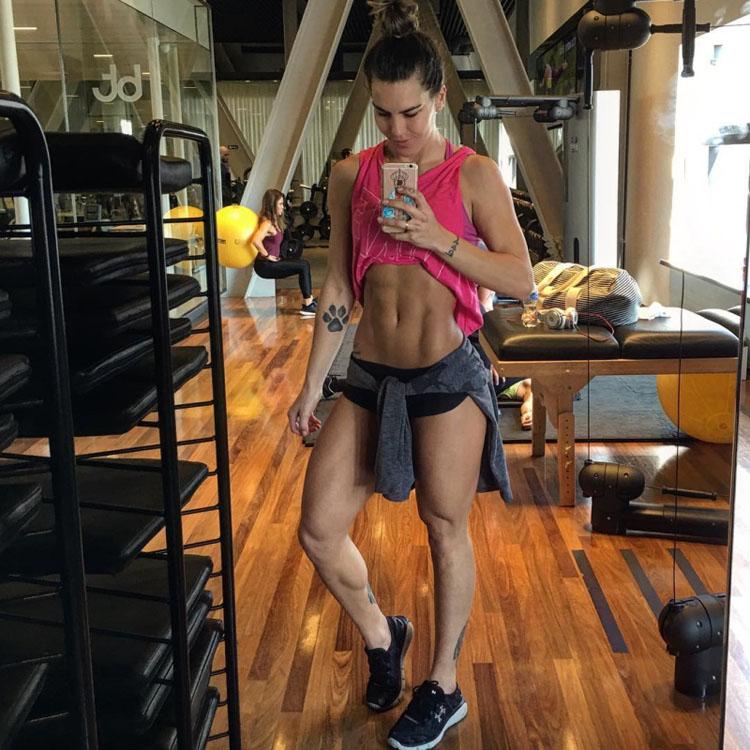 fitness model Camila Guper 4