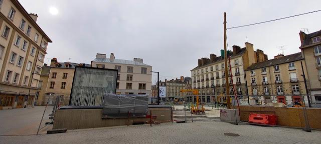 Vue sur la Place Saint-Germain en venant de la rue de Corbin (21 Février 2021)