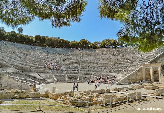 Teatro de Epidauros, no Sítio Arqueológico do Asklepeion, na Argólida