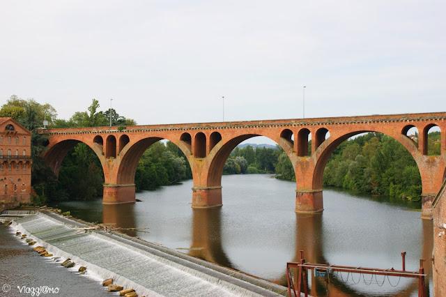 Uno dei tre ponti sul fiume Tarn ad Albi