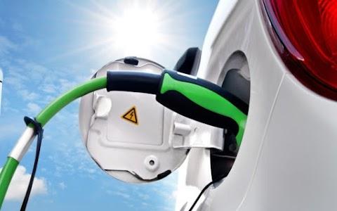 Csaknem 2 ezer elektromos jármű megvásárlását segítette állami támogatás