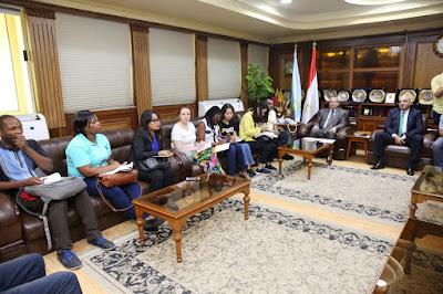 محافظ كفرالشيخ يلتقي بـ19 شاب من دول العالم للاطلاع علي التجربة المصرية